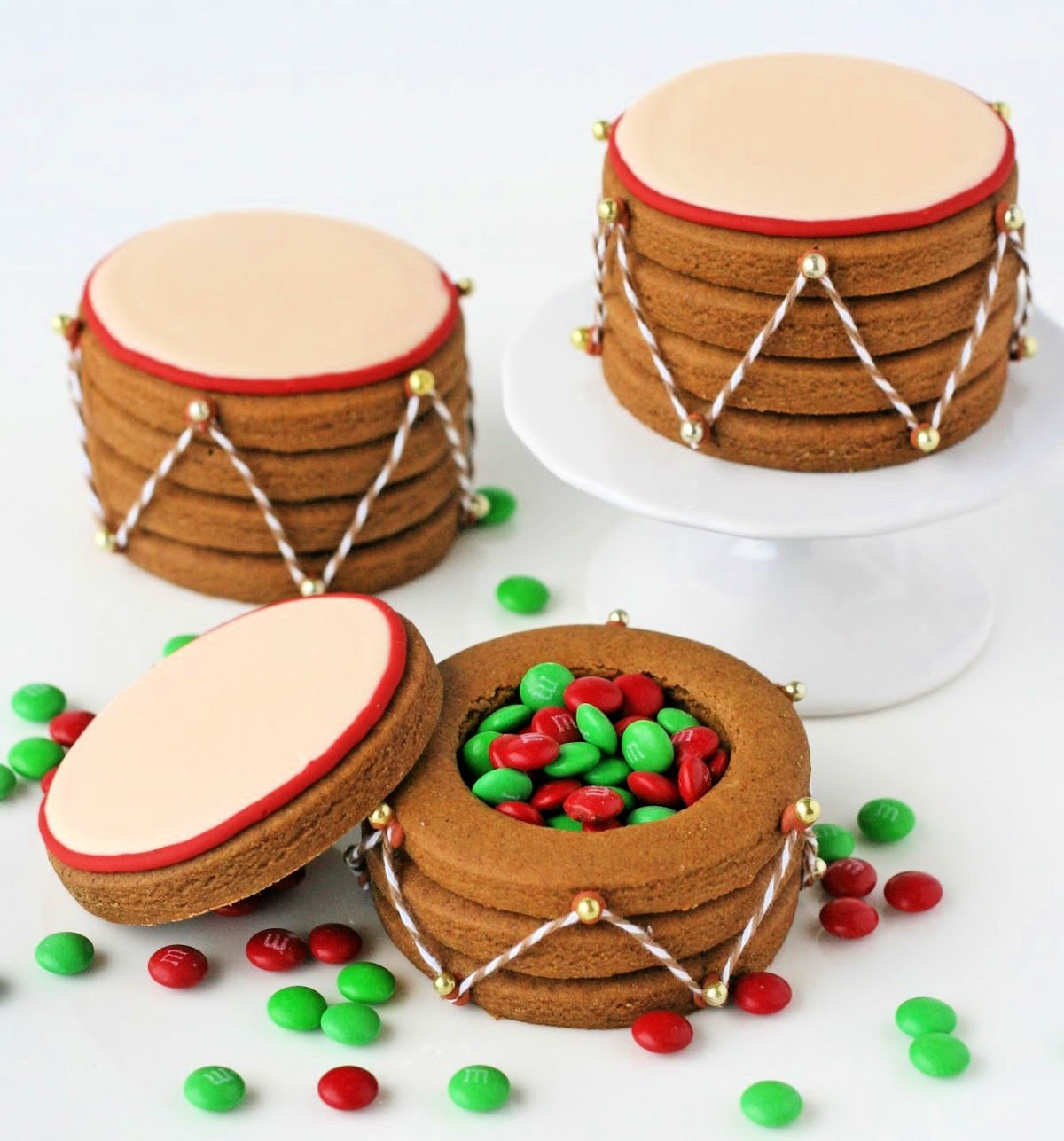 christmas drums made out of gingerbread cookies and filled with candy
