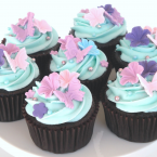 Cupcakes with pretty fondant accents