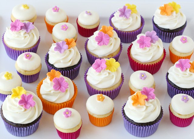 Summer Luau Cupcakes With Fondant Flowers Glorious Treats