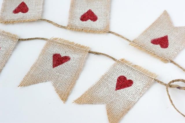 Simply adorable D.I.Y. Burlap Valentine's Garland!