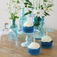 Cupcakes and flowers {part of a pretty blue and white party} from glorioustreats.com