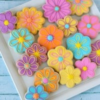 Pretty Decorated Flower Cookies (with recipes and how-to) by Glorious Treats
