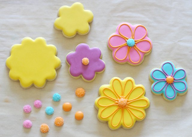 How to decorate flower cookies - by Glorious Treats