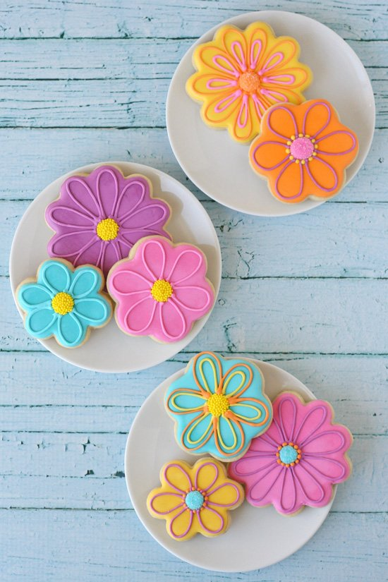 Pretty Spring Flower Cookies (with decorating how-to) - by Glorious Treats