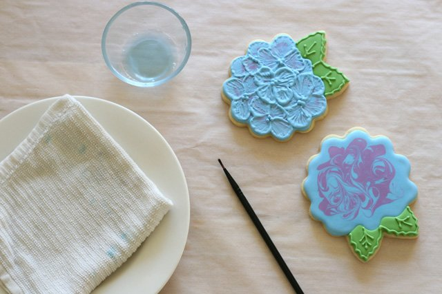 How to do brush embroidery on cookies