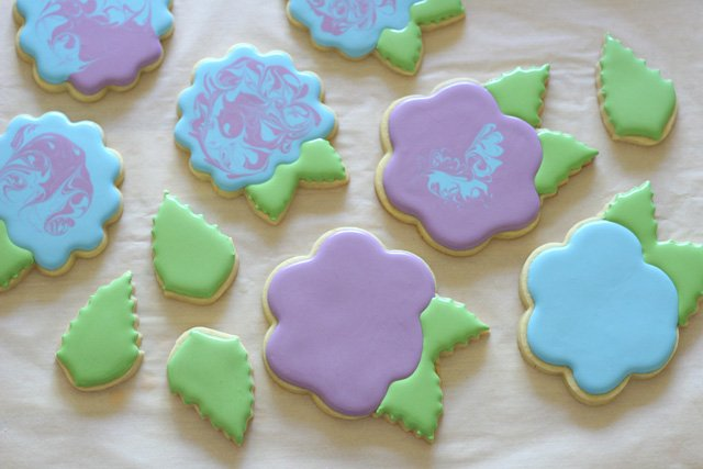 Decorating hydrangea cookies