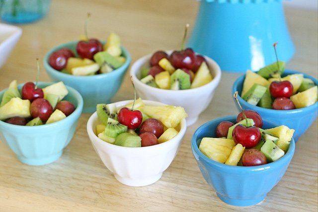 Mini Fresh Fruit Salad {and more easy entertaining menu ideas} from glorioustreats.com