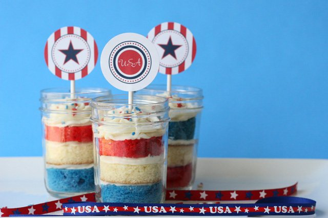 4th of July Cupcakes in a Jar - glorioustreats.com