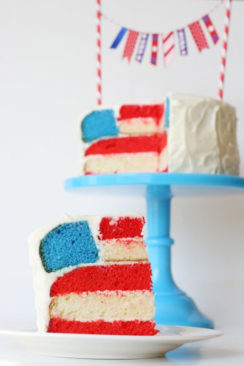 4th of July Flag Cake (with full tutorial) - glorioustreats.com