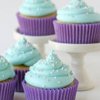 American Buttercream Frosting - gloioustreats.com
