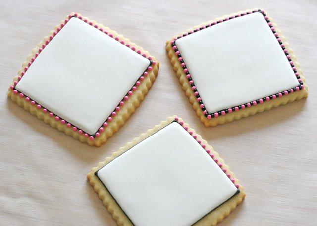 Pretty dotted border (and how to make Flamingo Cookies) - Glorious Treats