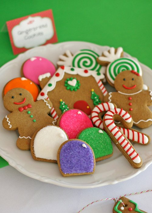 Cute Gingerbread Cookies (for a Christmas dessert table) - glorioustreats.com