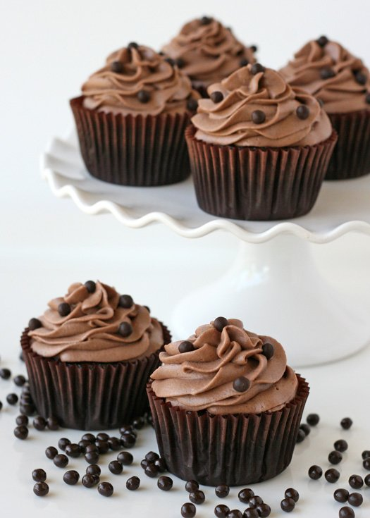 Chocolate Kahlua Cupcakes - glorioustreats.com