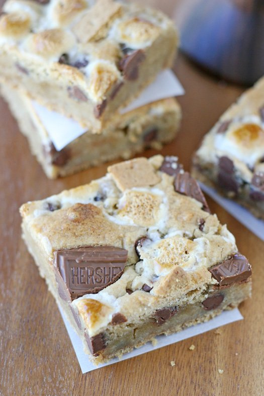 S'mores Bars - A perfect summer BBQ treat!!
