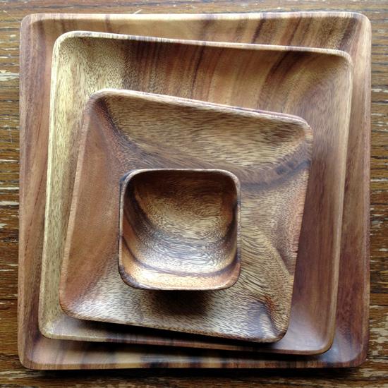 Beautiful Acacia Wood Plates {Giveaway}