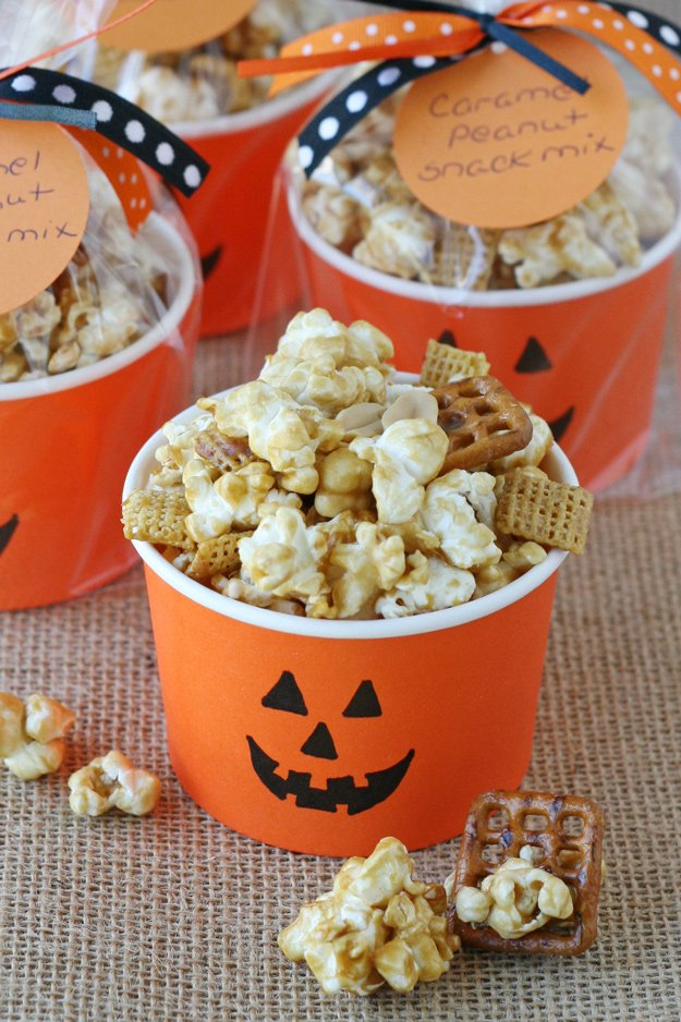 Homemade Caramel Corn Snack Mix | My favorite snack ever! Sweet, salty, crispy and delicious!