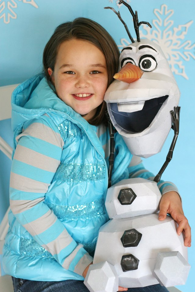 DIY Olaf photo prop, perfect for a Frozen party!