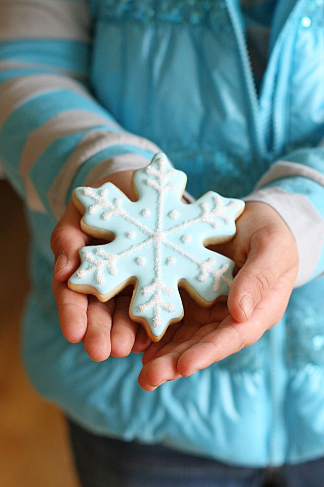 Snowflake Cookie - Visit this blog for so many amazing cookie and party ideas!