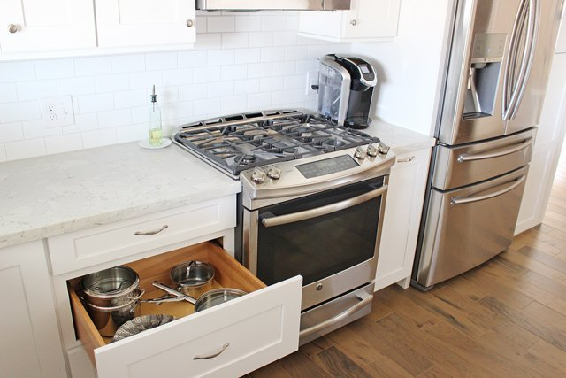 Kitchen remodel idea - Drawers make it so much easier to reach pots and pans!