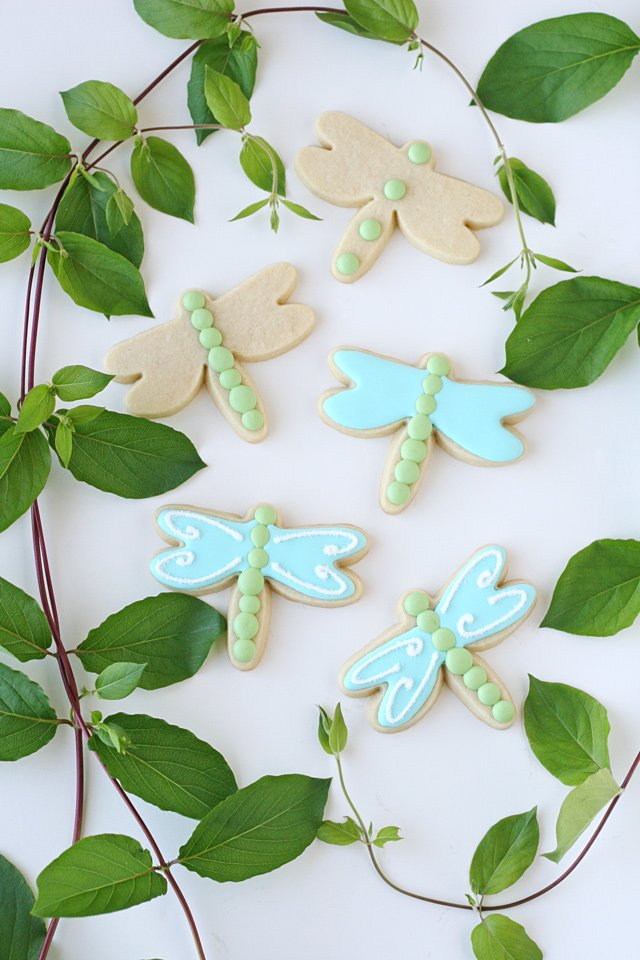 Step-by-step dragonfly decorated cookies