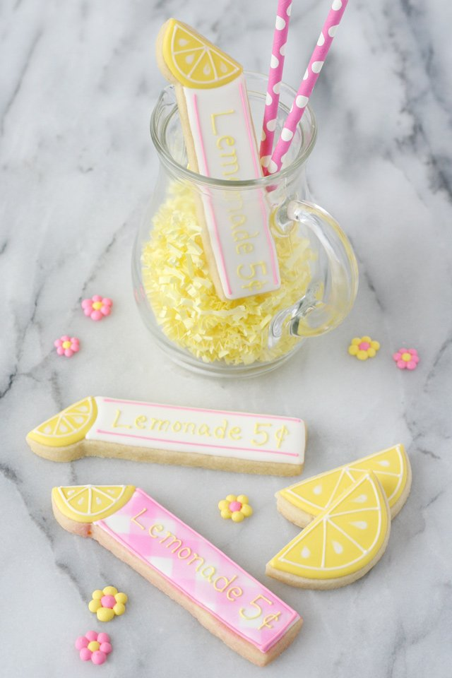 Adorable cookies for a lemon themed party or lemonade stand!