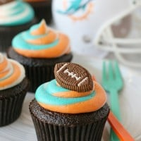 Impressive tri-color frosting for custom football fan cupcakes!
