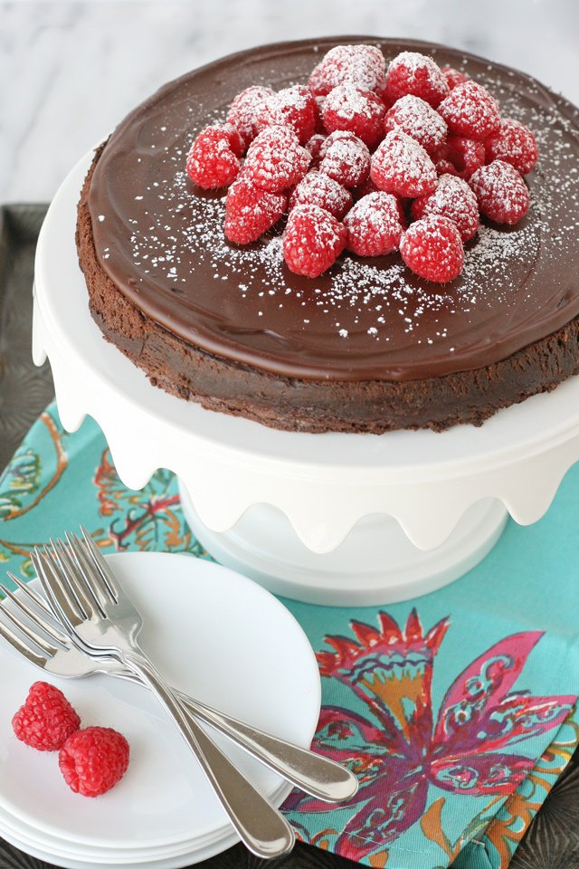 Rich & delicious Flourless Chocolate Cake Recipe!