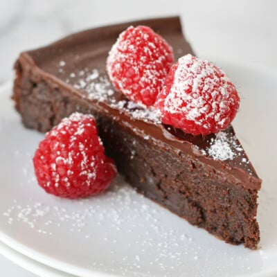 A chocolate lover's dream! Rich & delicious Flourless Chocolate Cake!