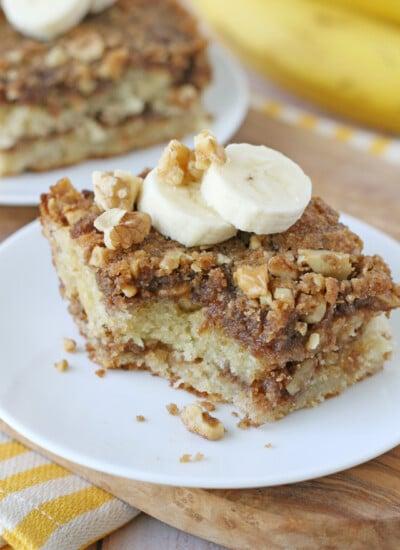 Banana, walnuts, cinnamon... this Banana Coffee Cake is flavorful and delicious!