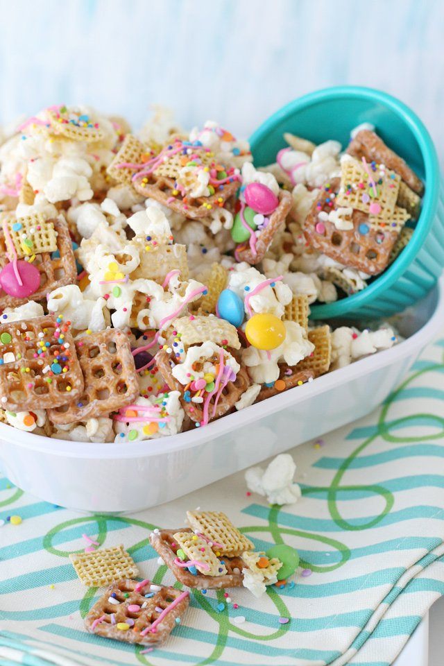 Perfect Party Snack Mix - Sweet, salty, crispy... AMAZING!