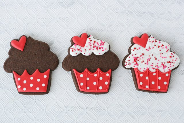 Cupcake Decorated Cookies - Step-by-step instructions and video!