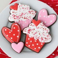 Adorable Valentine's Day Cupcake Cookies - with step-by-step video!
