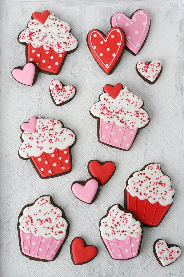 Adorable Valentine's Day Cupcake Decorated Cookies!