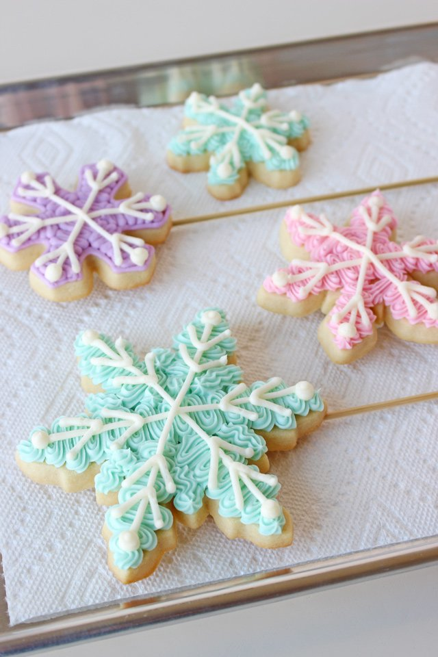 Buttercream Snowflake Cookies - So pretty and delicious!